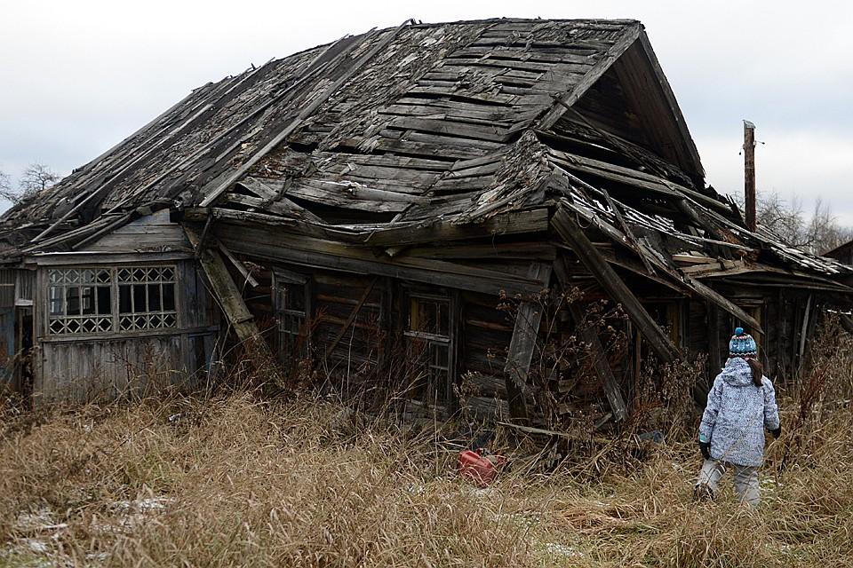 Молодежи в селах оставаться бессмысленно. Остаются одни старики. Они умирают, и деревни - вместе с ними