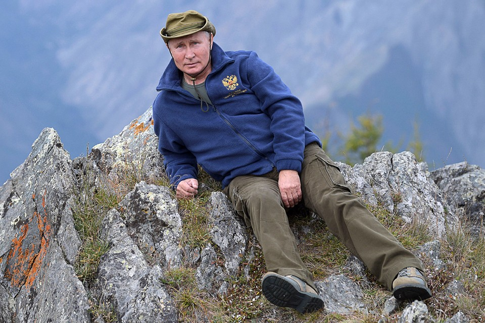 Накануне своего 67-летия президент полетел в сибирскую тайгу к истокам Енисея. Фото: Алексей Дружинин/ТАСС