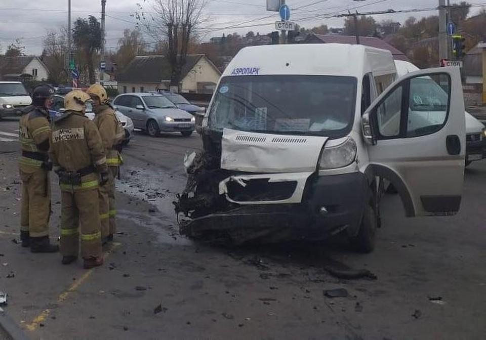 В ДТП пострадали пять человек.