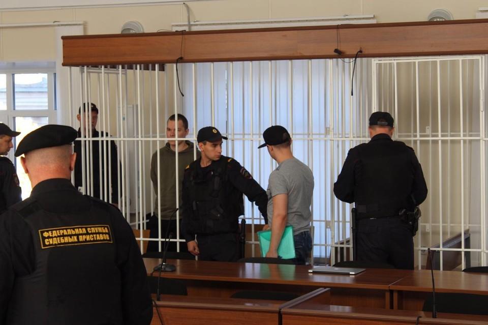 Михаил Поспелов (в камере) и Евгений Кочергин (в кепке).