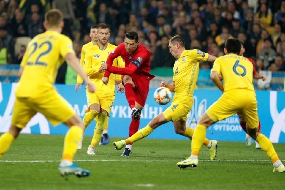 Криштиану Роналду забил в ворота Украины, но Португалия проиграла 1:2.