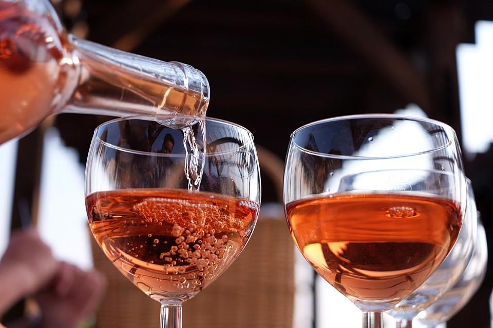 Цвет розового вина – одна из главных забот любого винодела
