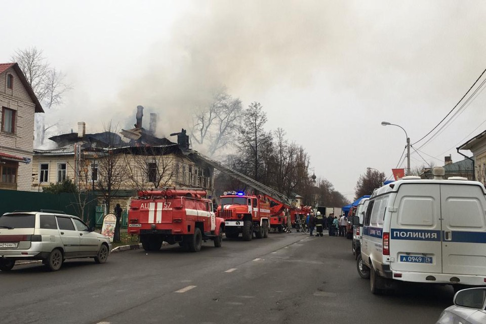 С огнем боролись около трех часов. Фото: Сергей Шокин