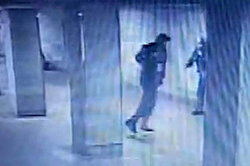 Известно, что буйному прохожему 28 лет. По некоторым данным, он возвращался домой после ночной гулянки