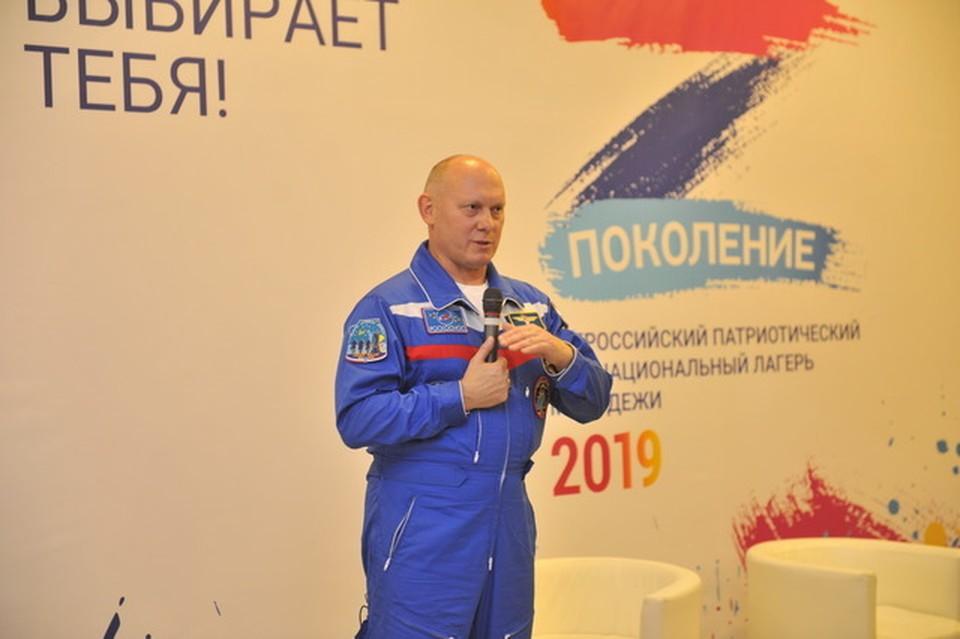 Герой России, космонавт Олег Артемьев рассказал участникам лагеря «Поколение» каких космических высот может достигнуть дружба. Фотография предоставлена ФАДН России.