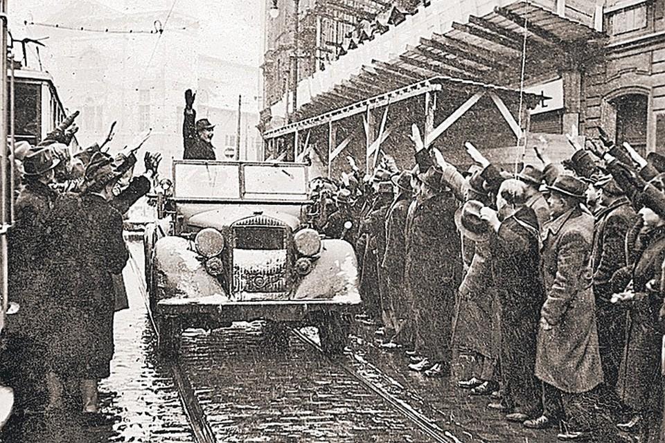 Многие из тех, кто радостно встречал гитлеровцев зигованием, вскоре надели шинели и взяли в руки автоматы, чтобы завоевать СССР.