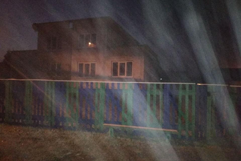 Мальчик спрятался в заброшенном доме, испугавшись, что родители накажут его за плохие отметки. Фото: УВД Минской области.