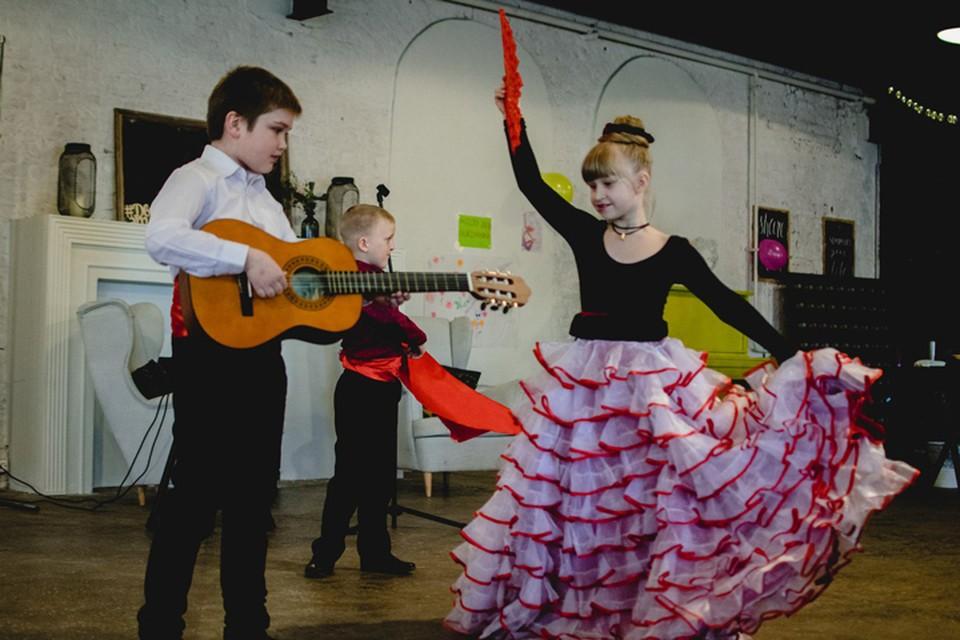 """Занятия танцами проходят в шести районах Петербурга, их посещают более шести десятков ребят. Фото: проект """"Движение - это жизнь"""""""