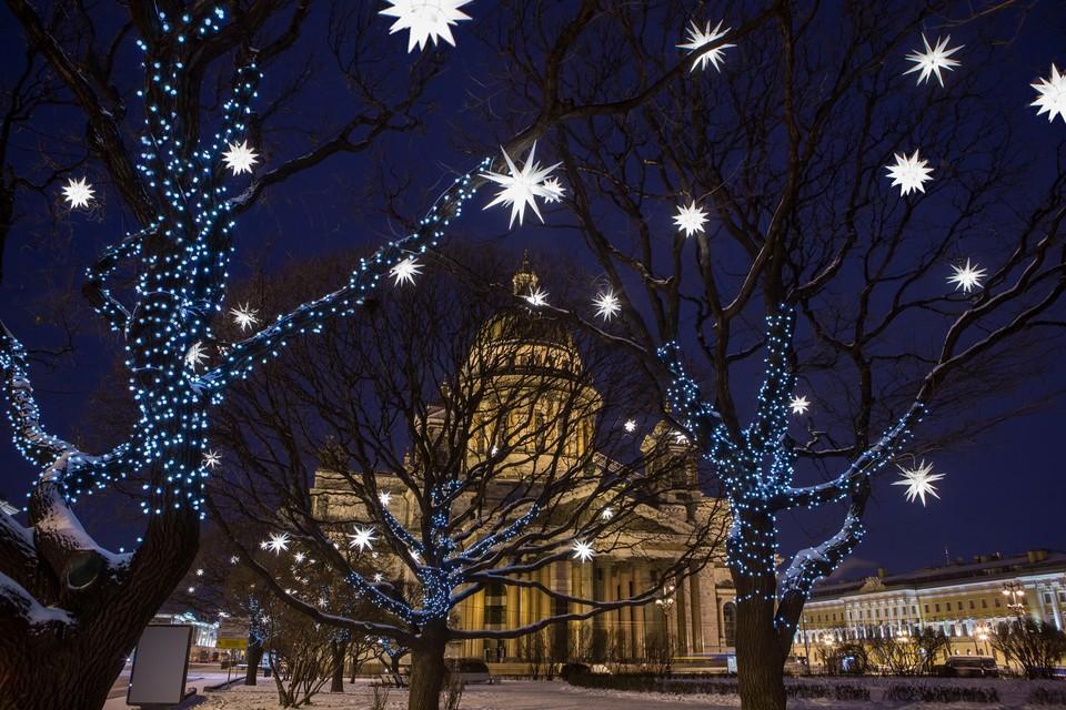 На Исаакиевской площади будут парить звезды. Фото: предоставлено Комитетом по печати.