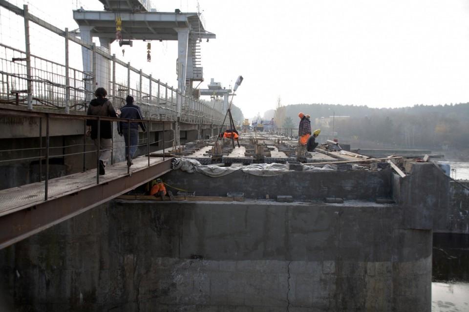 Мост через водосброс могут открыть на 10 месяцев раньше, чем планировали.