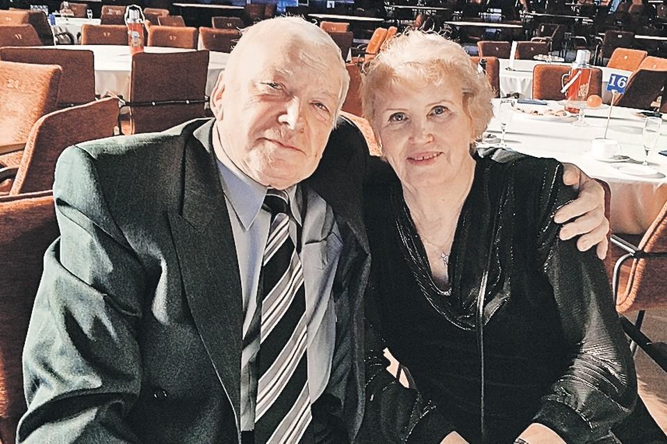 Нина и Виталий Зуевы уже более 50 лет все делают вместе - и отдыхают, и учатся, и занимаются спортом. Автор фото: Алена БУРЦЕВА