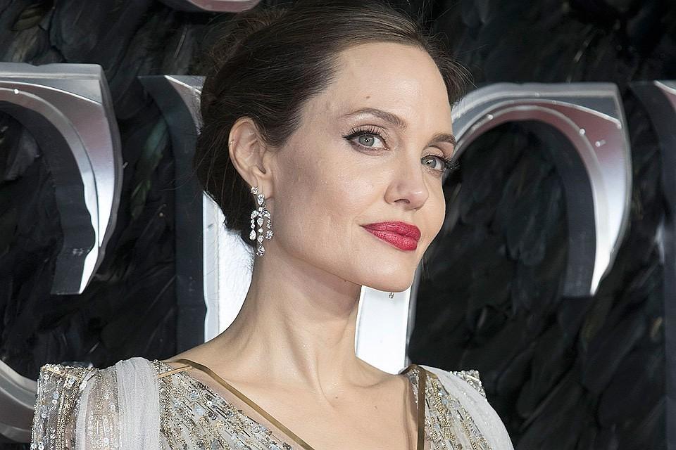 Анджелина Джоли трудится на износ