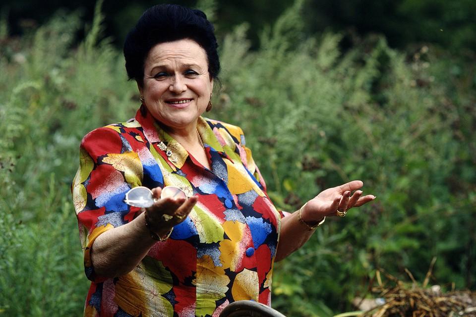 Редкие драгоценности, некогда принадлежавшие всенародно любимой Людмиле Зыкиной, в начале декабря выставят на торги