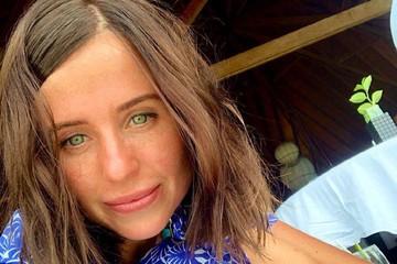 """Изменившаяся до неузнаваемости """"папина дочка"""" провела романтический отпуск с любимым на Мальдивах"""