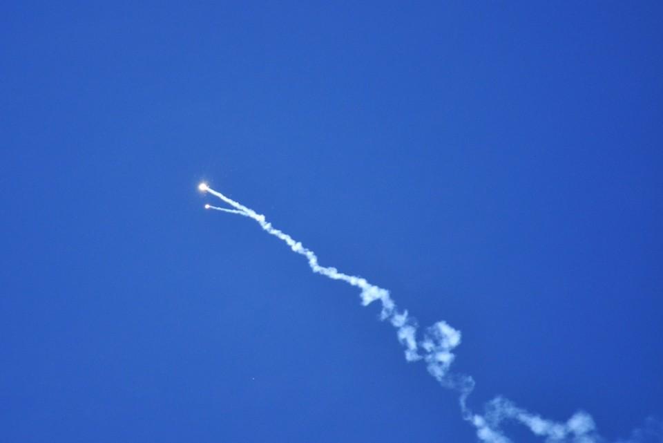 В небо взвилась белая ракета. Фото: ДАН