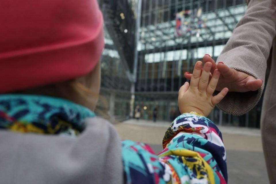 Жители в ЕАО меньше рожают детей и неохотно женятся