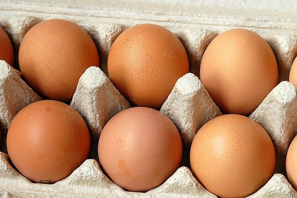 В Хакасии женщина обстреляла яйцами машины из-за громкой музыки. Фото: GLOBAL LOOK PRESS.