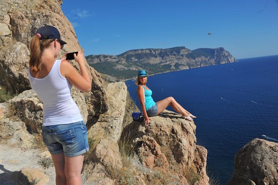 Молодым людям до 23-х лет можно съездить в Крым за полцены.