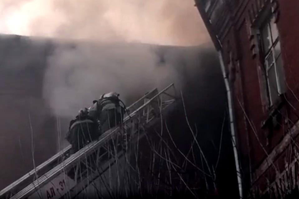 Огонь уничтожил 100 кв. метров площади Фото: с видео ГУ МЧС России по Тверской области