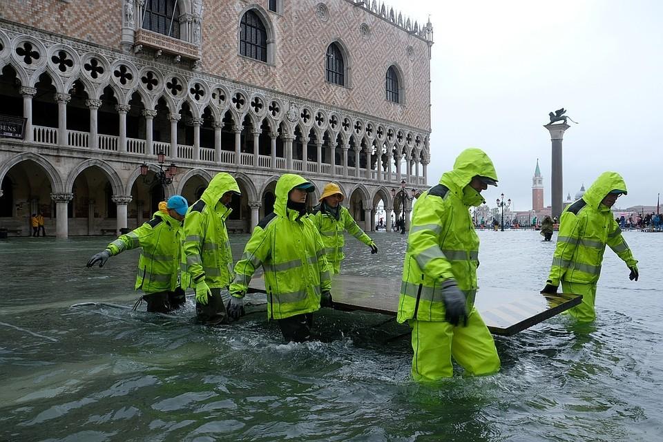 Венеция уходит под воду: власти Италии ввели режим ЧП