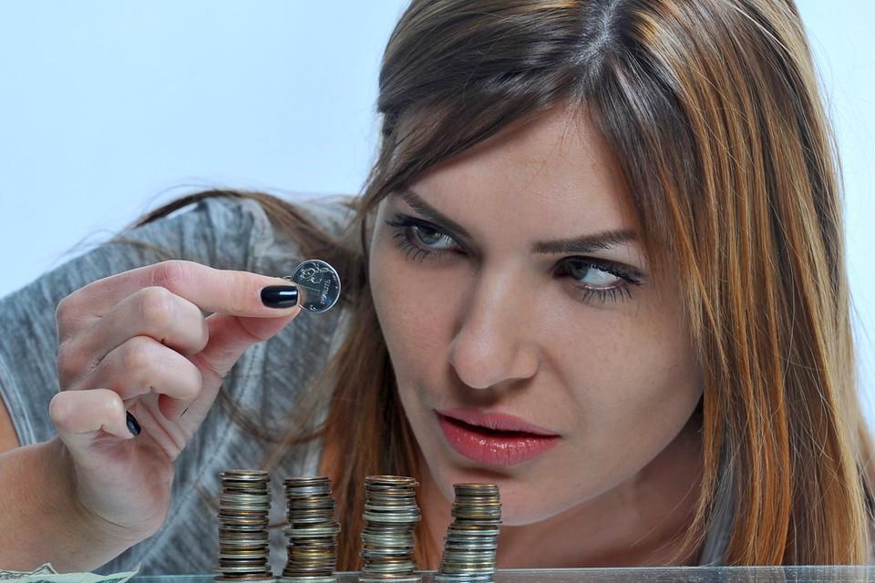 Чеканить монеты дороже, чем штамповать купюры.
