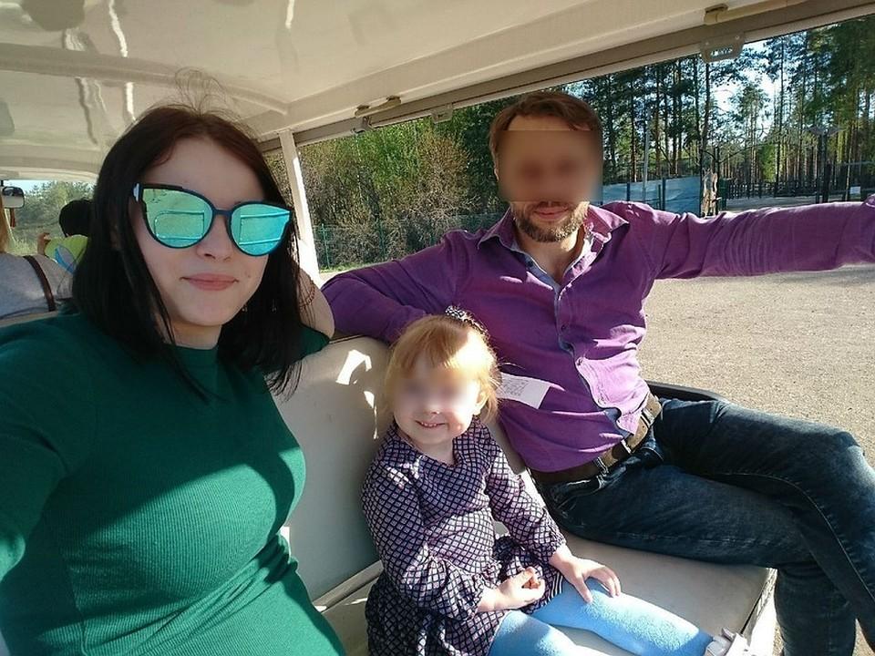 Семья выглядела совершенно благопристойно. Мать улетела на заработки в Китай, а папа заботился о 5-летней Даше (в центре) и 2-летнем Мише (нет на фото)