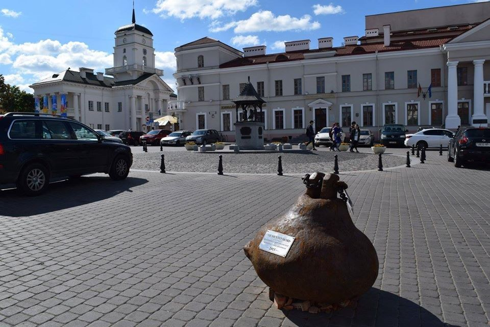 Первой локацией шар-бабы стала площадь Свободы. Фото: Фейсбук Дмитрия Сурского