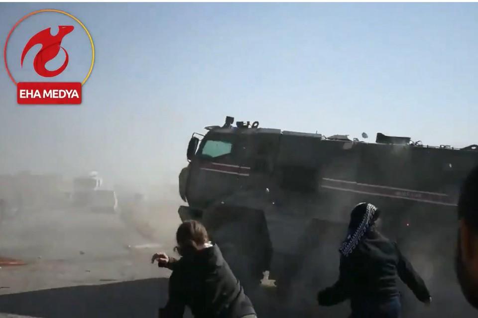 В Сирии курды подожгли российский патруль