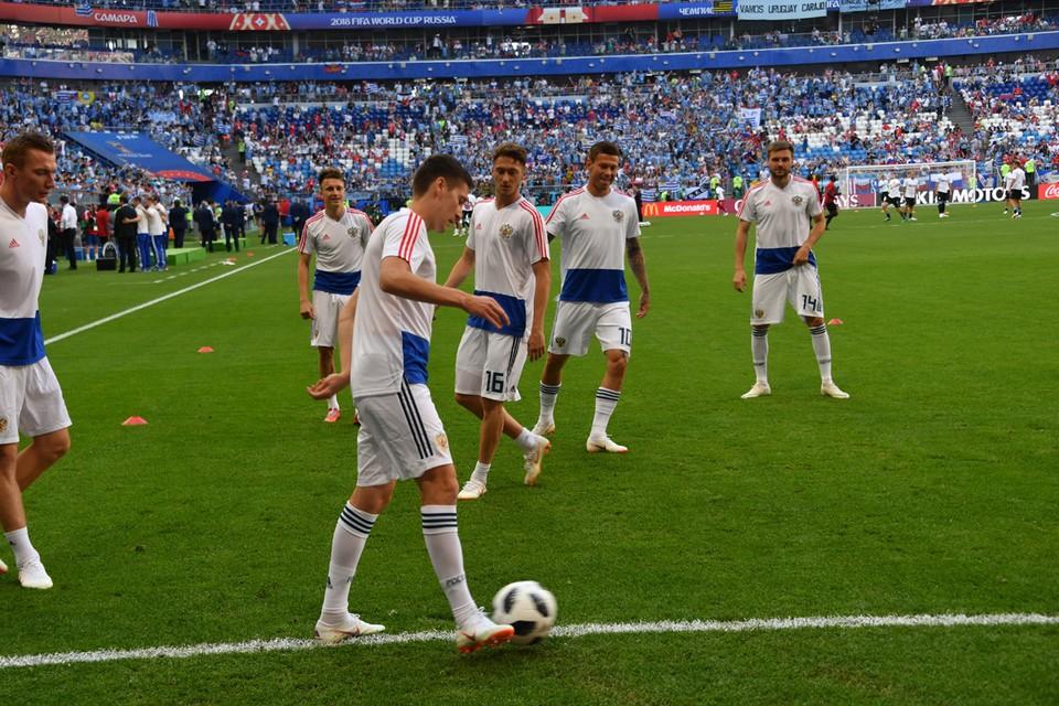 Оказывается, что футболистов сборной России не только ругают за плохую игру.