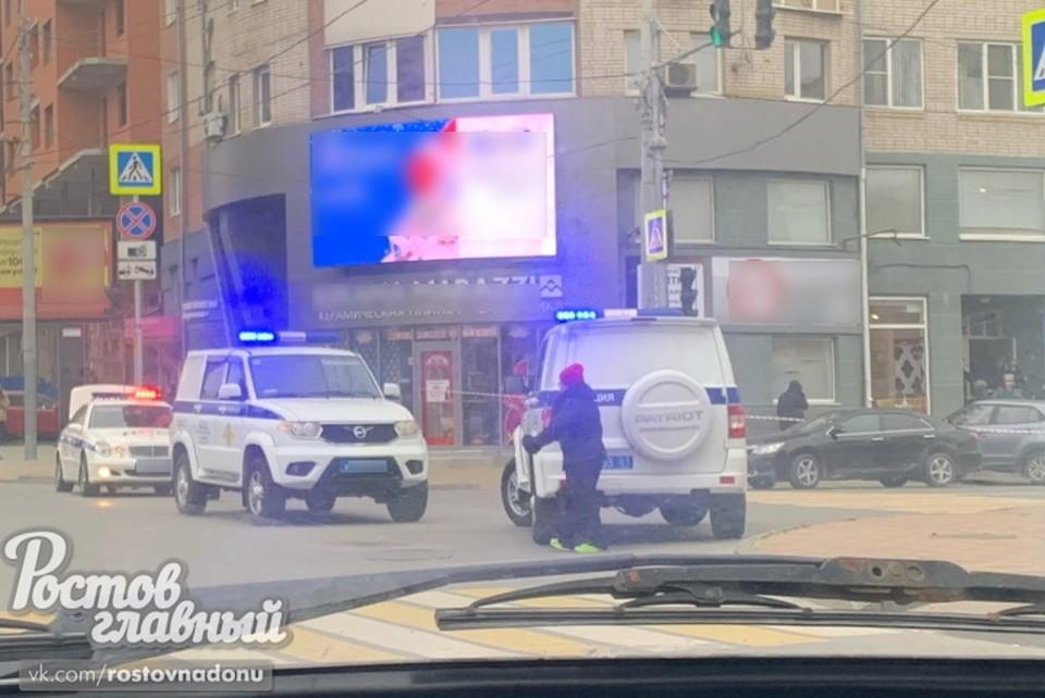 """На месте работает полиция. Фото: группа ВК """"Ростов-Главный""""."""