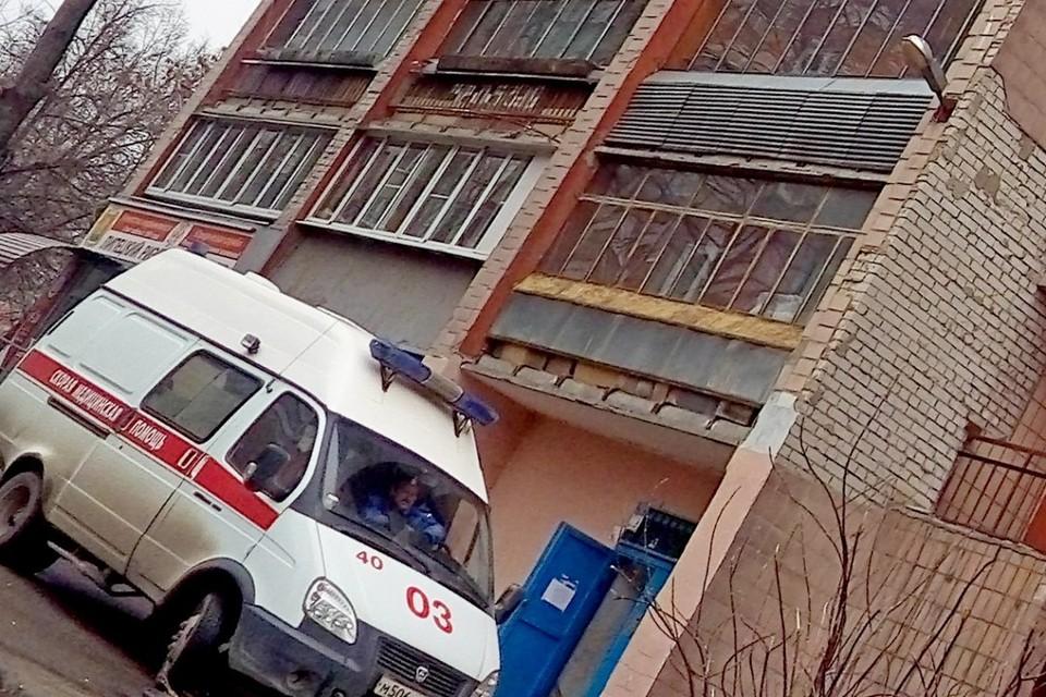 мужчине оказали экстренную помощь и увезли в больницу