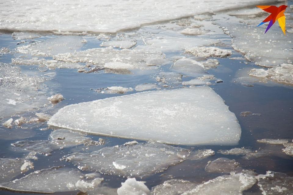 Лед на озерах Мурманской области еще не прочный.