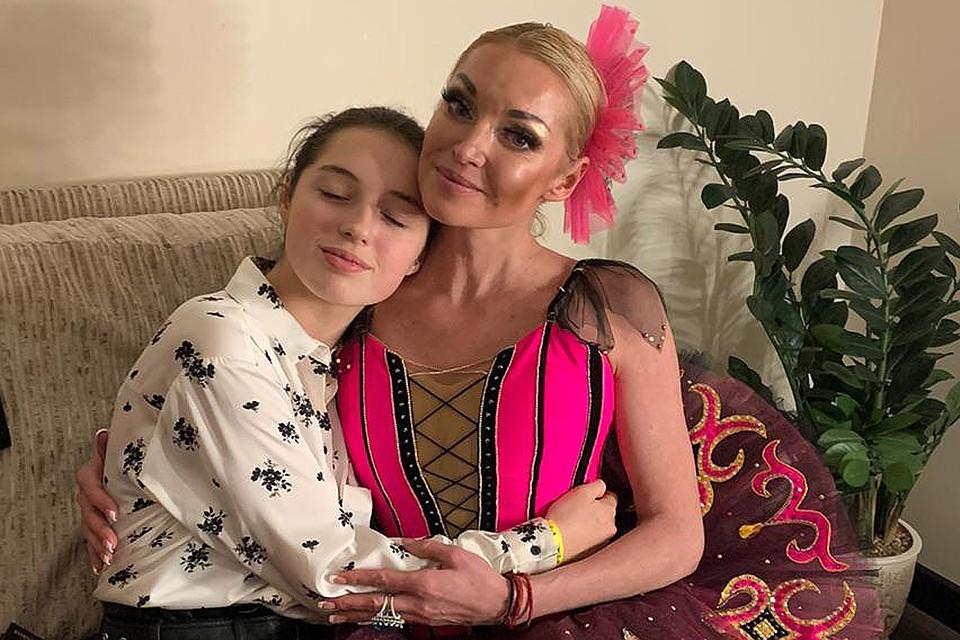 Анастасия Волочкова с дочкой Ариадной.
