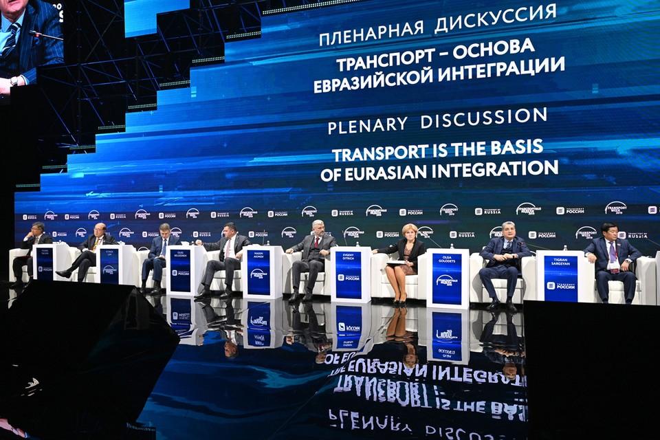 В Гостином дворе проходит форум «Транспортная неделя». Фото: Пресс-служба форума