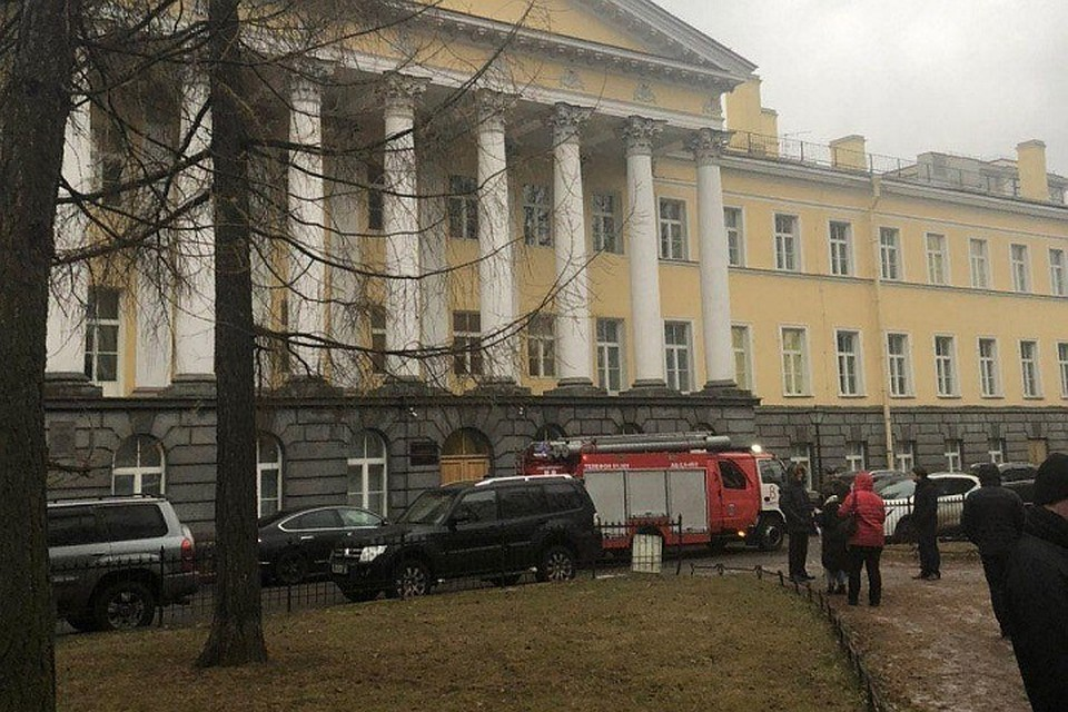 Из-за минирования судов пришлось эвакуировать больше 1300 человек. Фото: Объединенная пресс-служба судов СПб