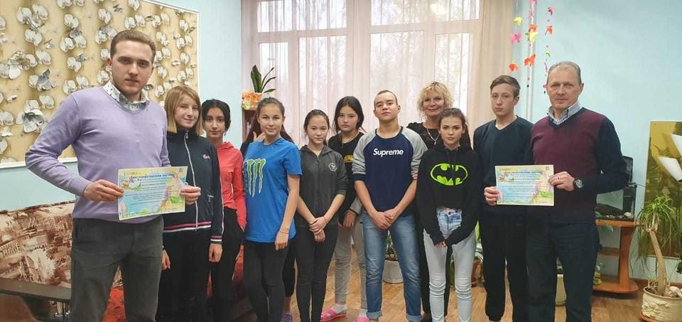 Управляющий Талисов Р.Ф. Заместитель генерального директора Талисов Э.Р. с воспитанниками детского дома