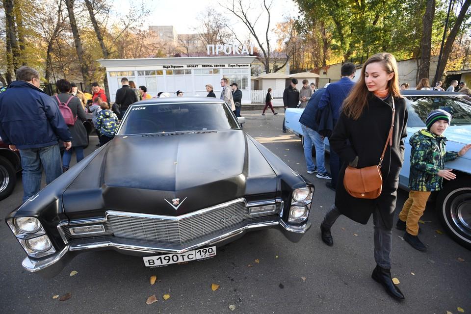 Раритетные автомобили пользуются сумасшедшей популярностью во всем мире. Москва не исключение.