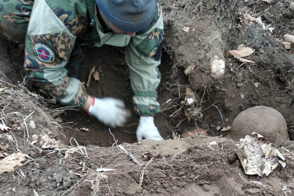 Двух солдат нашли в стрелковых ячейках. Фото: «АвиаПоиск»
