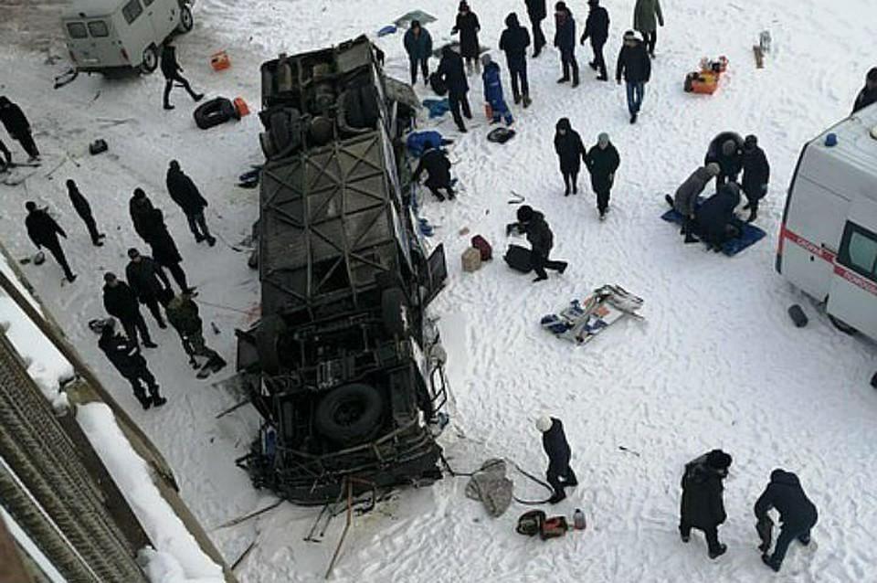 Автобус упал в реку под Читой: пассажиры оказались «сплющены как в консервной банке»