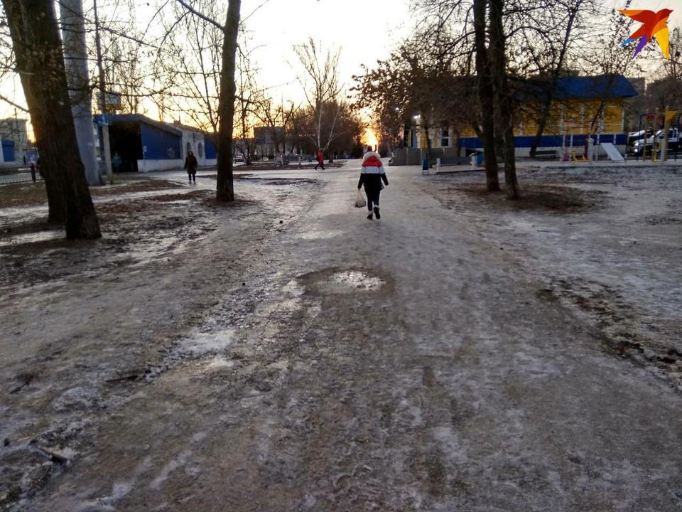 Тротуары Саратова обледенели