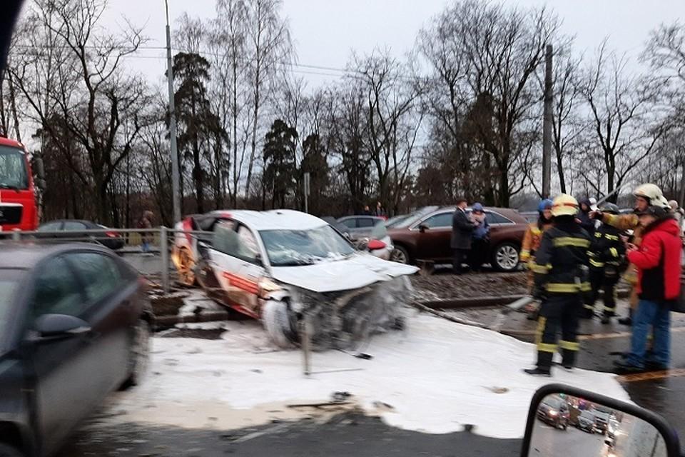 На Выборгском шоссе произошло массовое ДТП. Фото: https://vk.com/spb_today