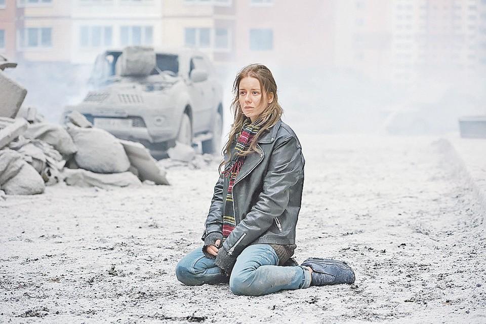 Такой была Юлия Лебедева (Ирина Старшенбаум) в «Притяжении». В новом фильме она обретет сверхспособности, которые кое-кто считает слишком опасными. Фото: Кадр из фильма