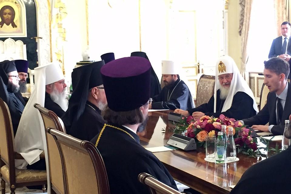 Предстоятели Русской и Американской православных церквей отслужили совместный молебен и сели за стол переговоров