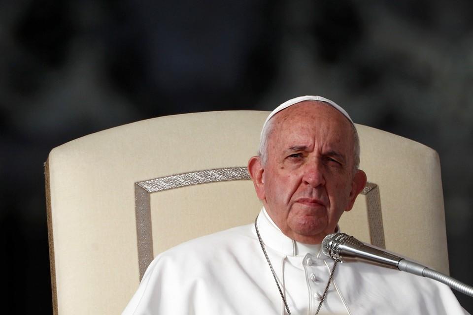 """Папа Римский Франциск молится за успех """"нормандской встречи""""."""