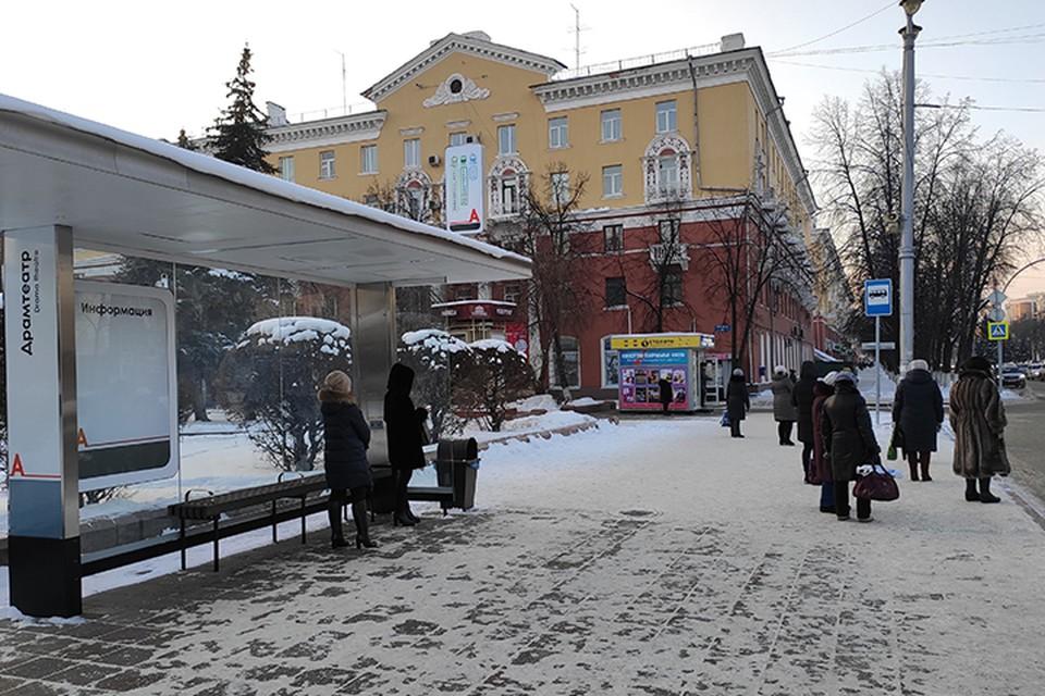Осенью в Кемерове установили четыре остановочных павильона, в которых есть специальное устройство для обогрева пассажиров и разъем для зарядки сотовых телефонов.