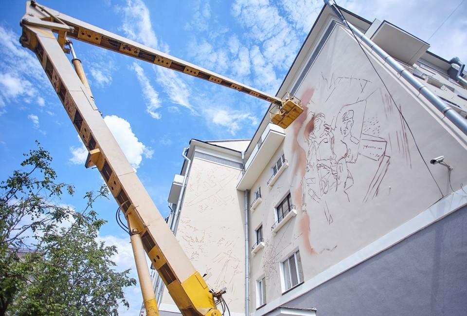 Первые муралы появились на псковских фасадах летом этого года.