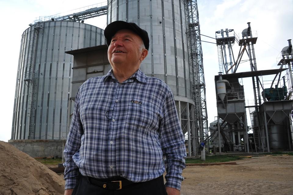 И в «безвременье» Юрий Михайлович не сидел на печи, хотя вполне мог позволить себе это. Занялся выращиванием гречки в Калининградской области.