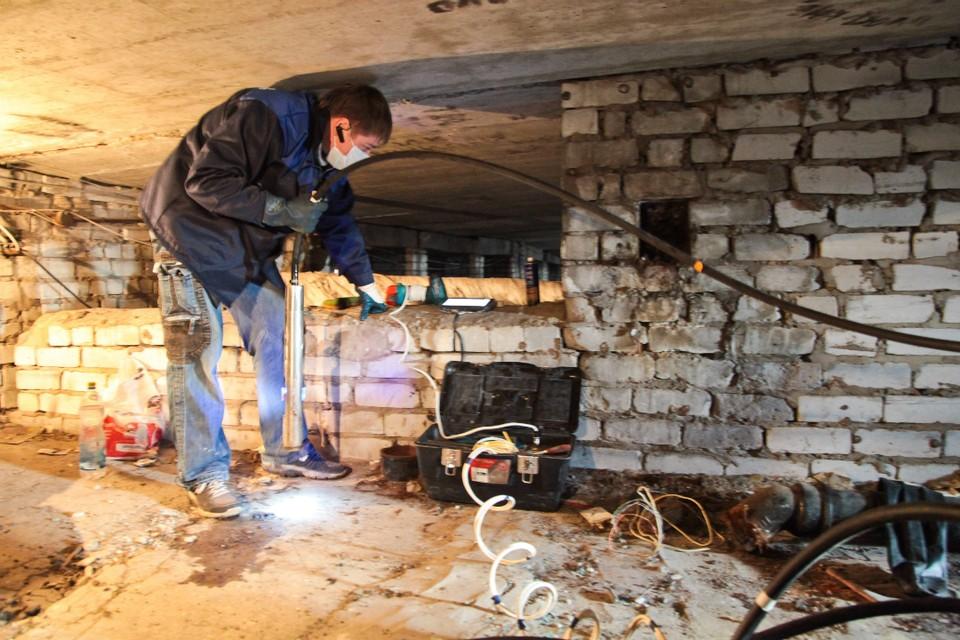 В доме не была проложена канализационная труба по вине УК.