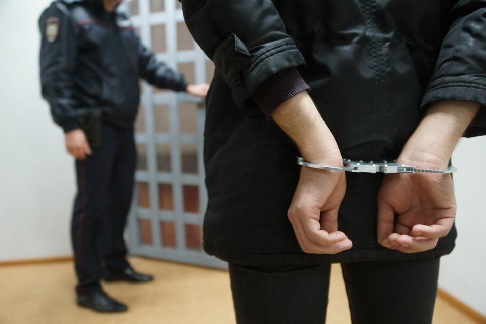 Обвиняемый в краже слобожанин оскорбил помощника прокурора и порвал пару листов своего уголовного дела.