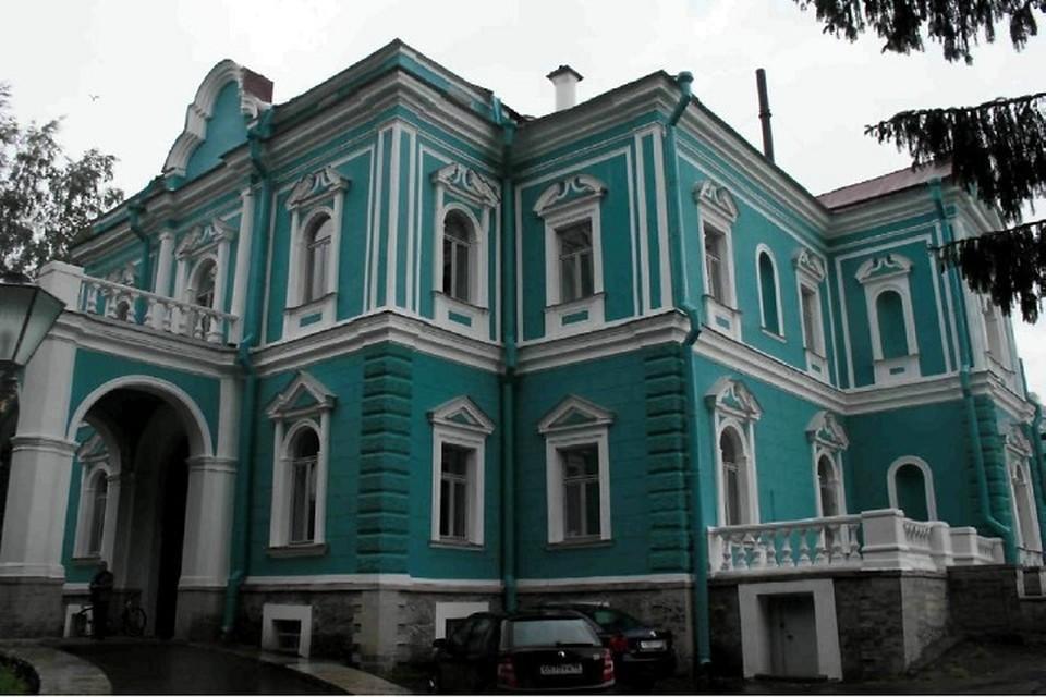 Здание исторической усадьбы в Лахте с 1940-х годов занимает радиоцентр. ФОТО: КГИОП